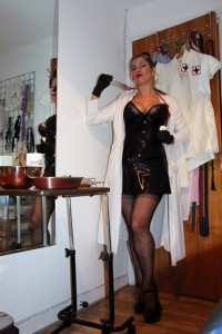 best-mistress-bdsm-medical-play