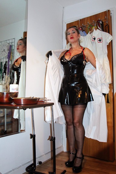 best-medical-mistess-Dr-Domatella-rubber-london-kinky-medical-play